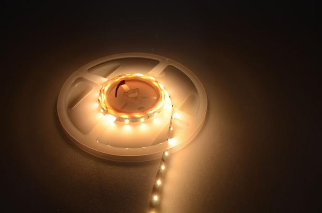 LED-Lichtband Meterware 300 Lumen Gleichstrom 12V DC warmweiss
