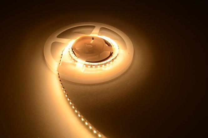 LED-Lichtband 600 Lumen Gleichstrom 24V DC warmweiss 9,6W/m dimmbar