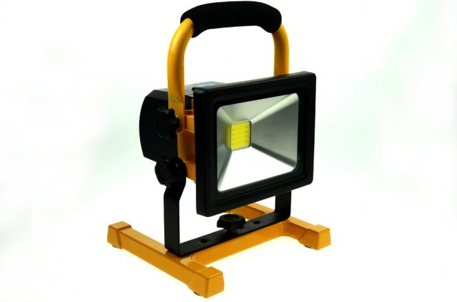 LED-Flutlichtstrahler 1300 Lumen Gleichstrom 12V DC kaltweiss 20W USB Ladeport