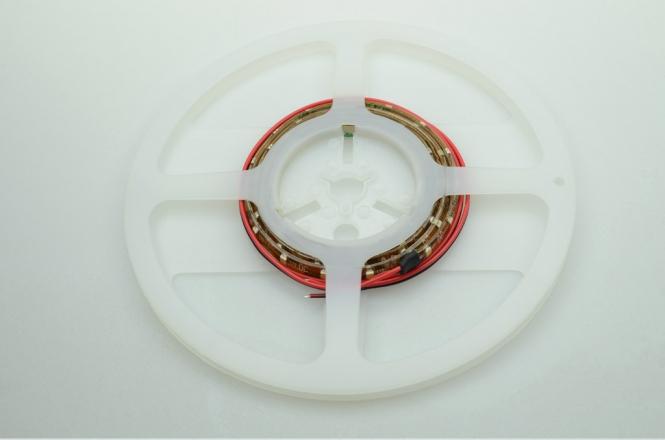 LED-Lichtband Meterware 302 Lumen Gleichstrom 12-14,8V DC warmweiss 4,8W dimmbar