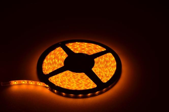 LED-Lichtband 220 Lumen Gleichstrom 12-14,8V DC Gelb 24W dimmbar